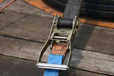 Load restraining buckle